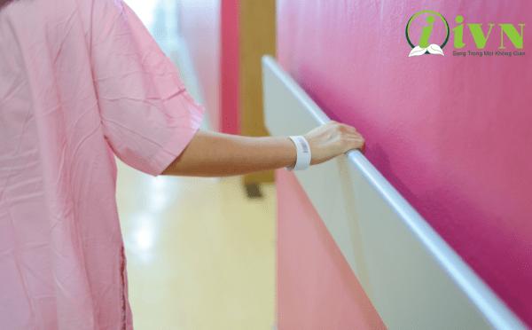 Tay vịn hành lang bệnh viện Bảo vệ tường tránh bảo trì dơ, thủng, hư bề mặt tường