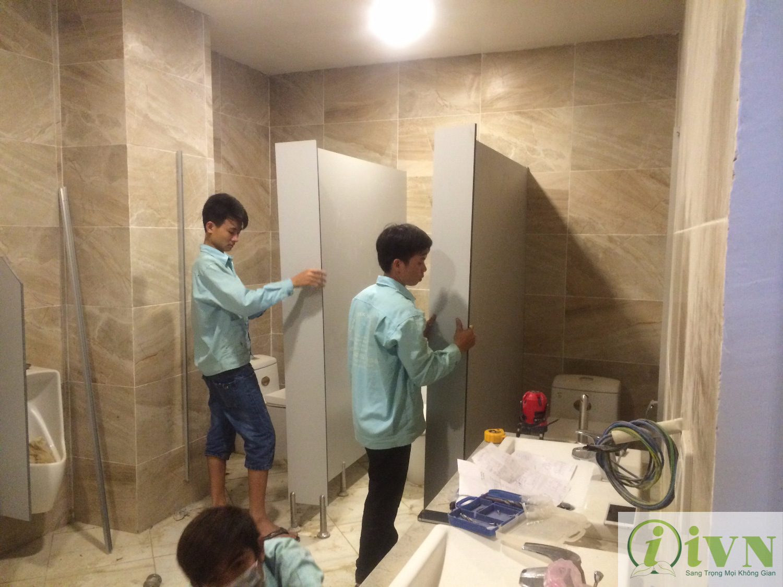 thi công vách ngăn vệ sinh compact (4)