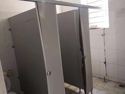 vách ngăn vệ sinh hàng giả tại Vũng Tàu