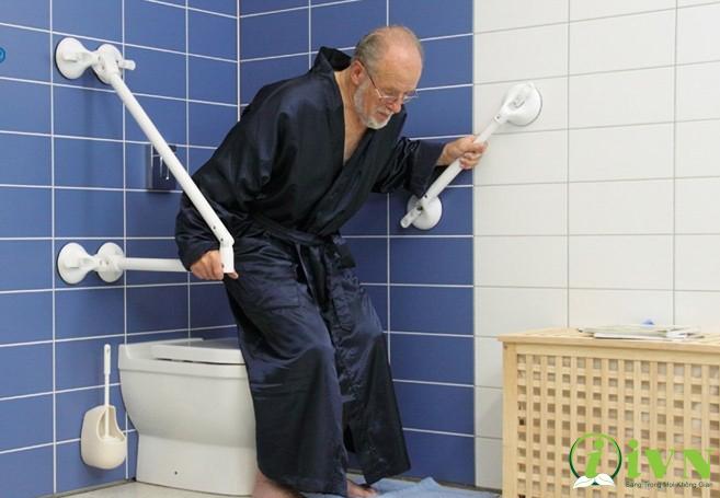 tay vịn nhà vệ sinh cho người khuyết tật là gì