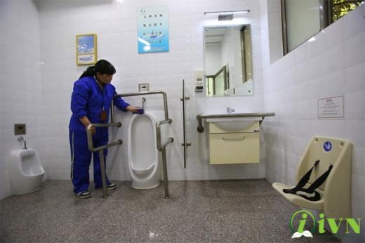 thi công tay vịn nhà vệ sinh cho người khuyết tật