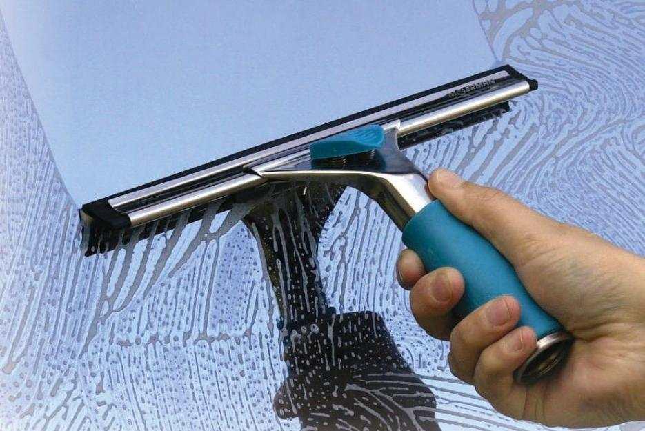 cách khắc phục vết ố mốc trên kính ốp tường bếp (2)