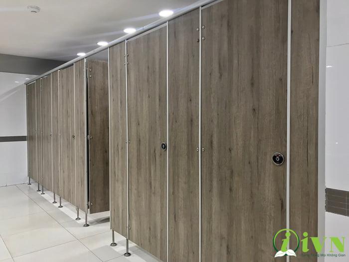 công trình vách ngăn vệ sinh trung tâm thương mại (1)