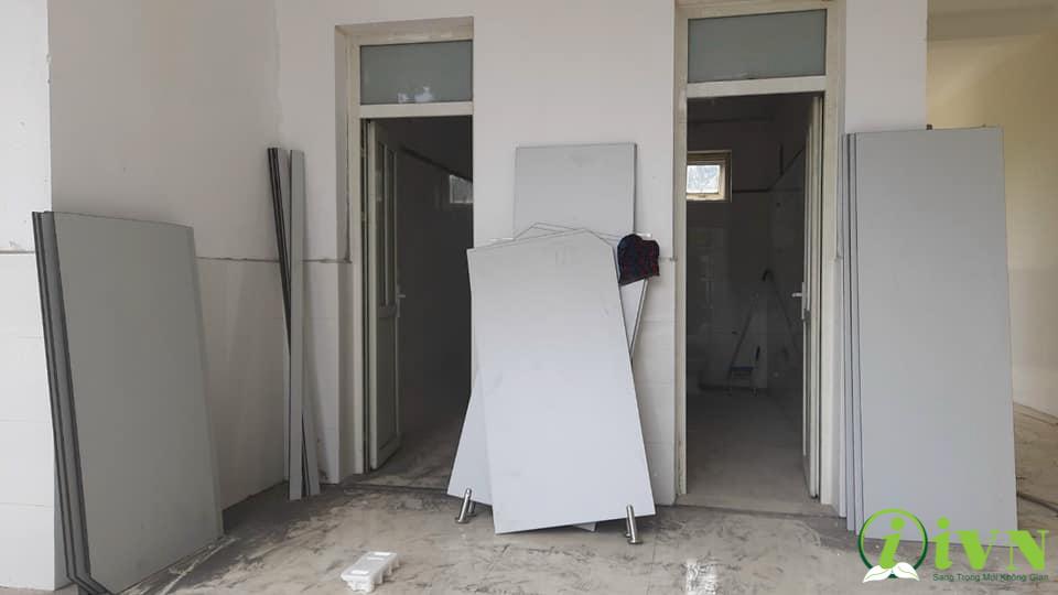tấm vách ngăn vệ sinh cho trường học