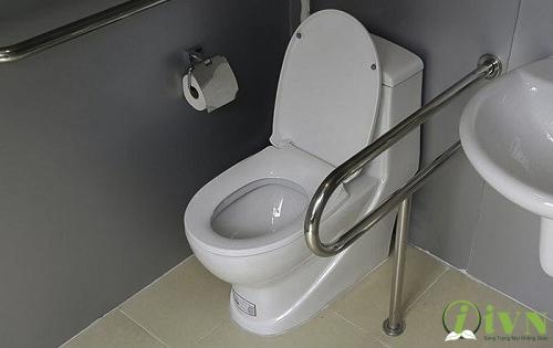 tay vịn nhà vệ sinh cho người khuyết tật (10)