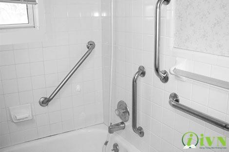 tay vịn nhà vệ sinh cho người khuyết tật (4)