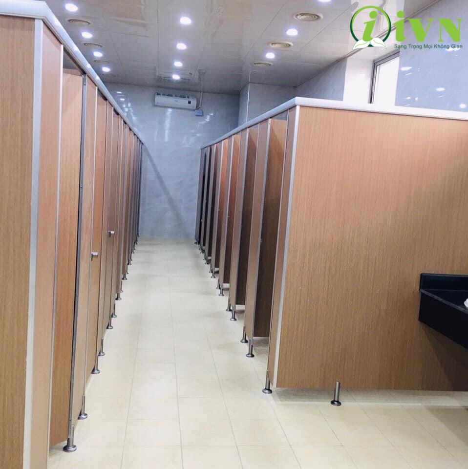 vách ngăn vệ sinh trung tâm thương mại (1)