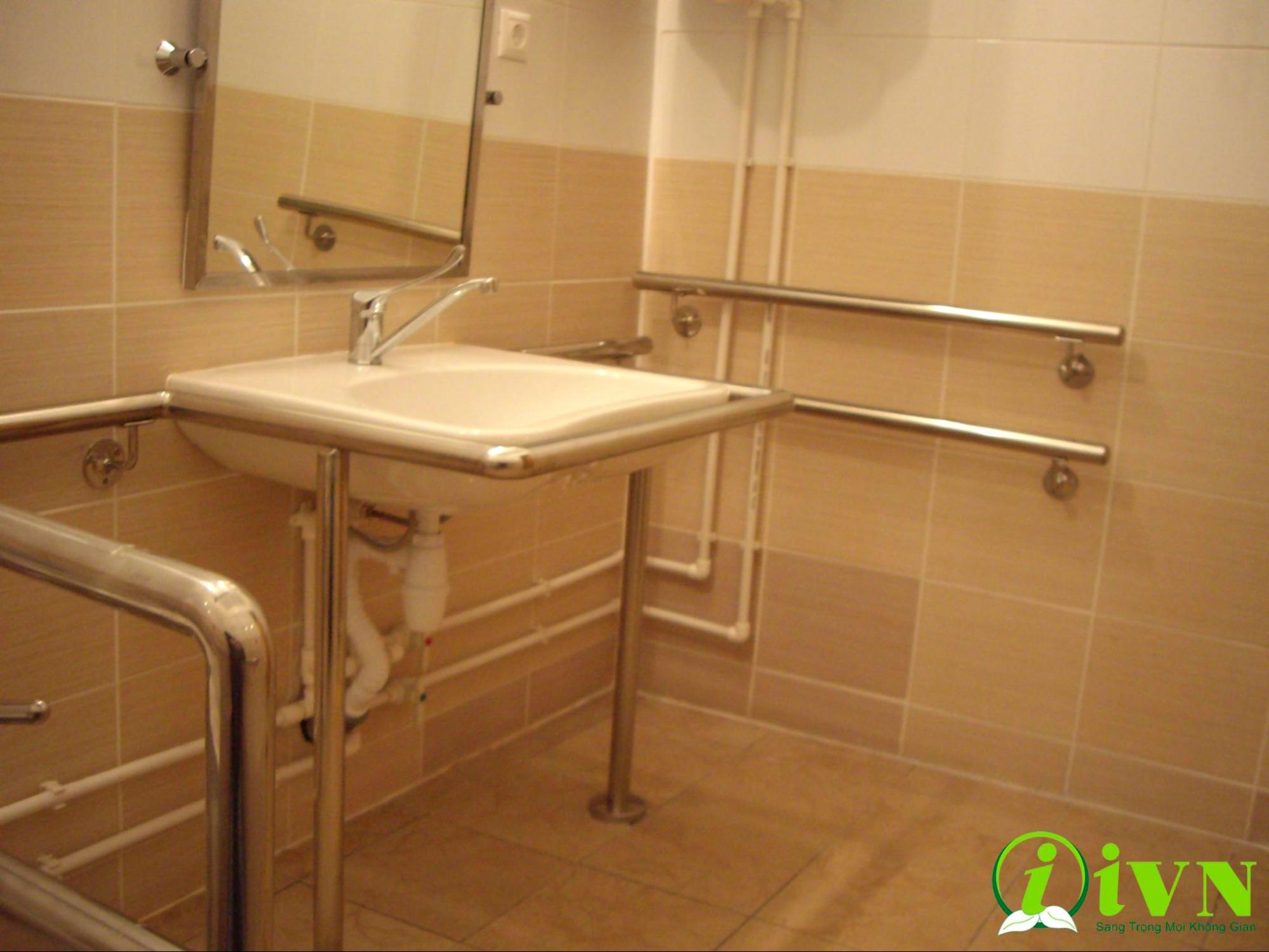 tay vịn nhà vệ sinh cho người già (1)