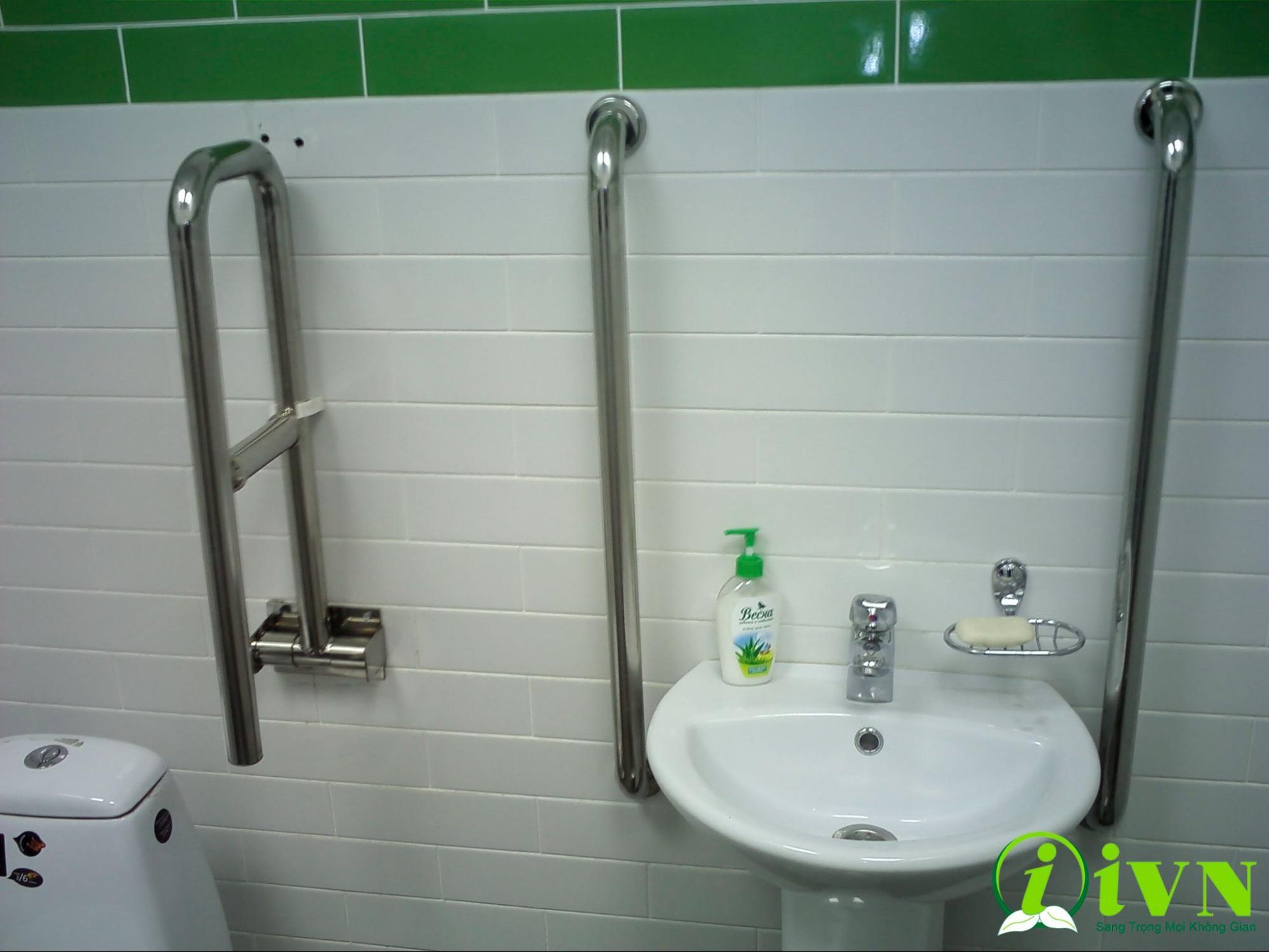 tay vịn nhà vệ sinh cho người già (4)