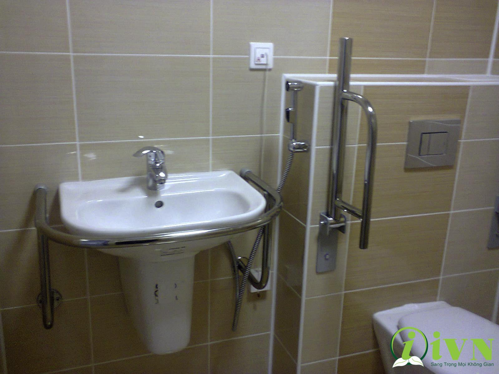 tay vịn nhà vệ sinh cho người già (6)