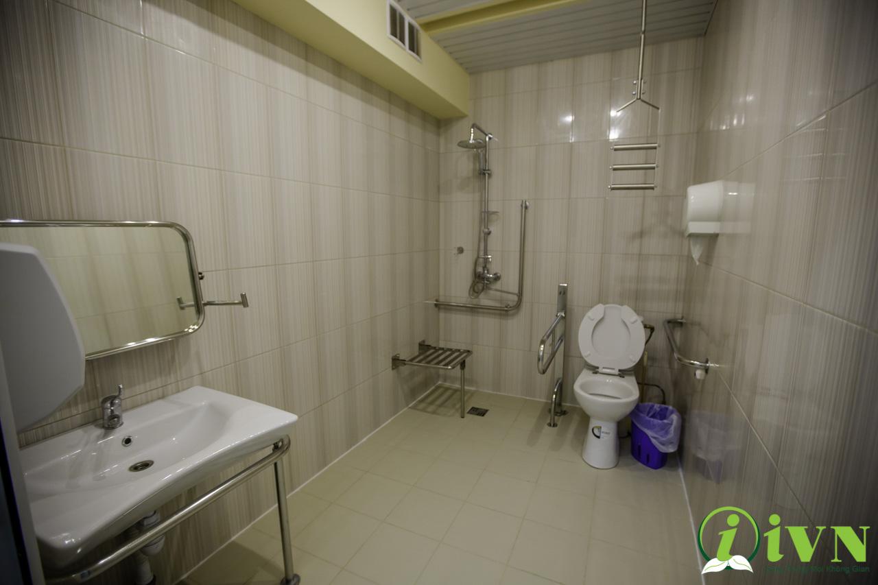 tay vịn nhà vệ sinh cho người khuyết tật (5)