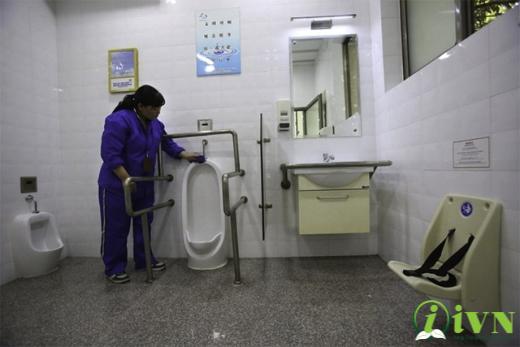 tay vịn nhà vệ sinh cho người khuyết tật (6)