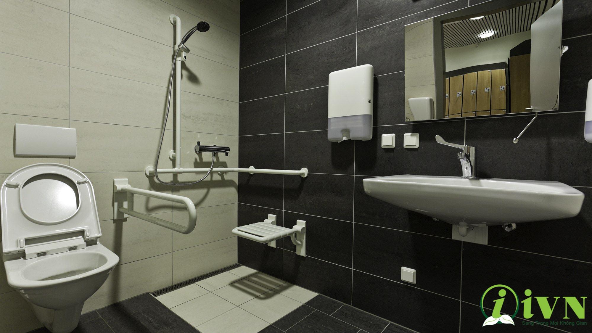 tay vịn nhà vệ sinh cho người khuyết tật (7)